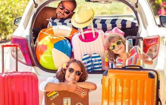 Rodzinny wyjazd. Jak się spakować i nie zwariować?